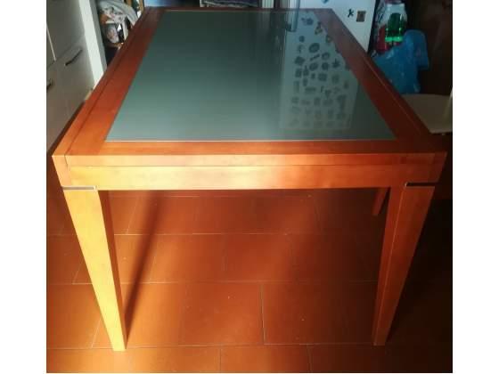 Tavolo in legno e vetro allungabile più 4 sedie