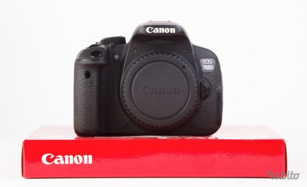 Reflex Canon EOS 700D (solo corpo)