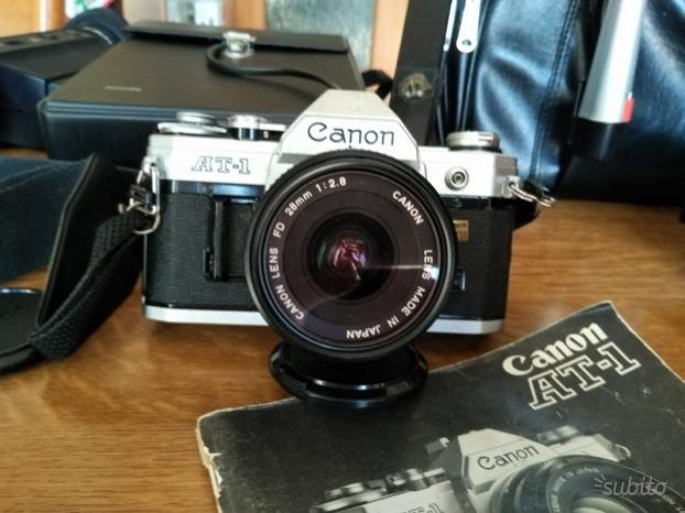 Macchina fotografica Canon AT-1 REFLEX OBIETTIVO