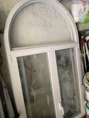 Vendesi due finestre usate grosseto posot class for Finestre pvc usate