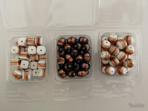 Lotto 3 confezioni perle vetro con vari decori