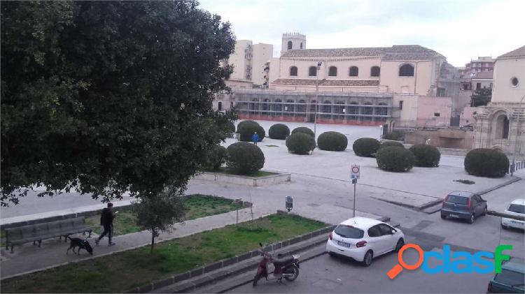 Piazza S.Lucia Indipendente arredato 1° piano