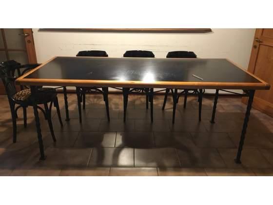 Tavolo in ferro battuto e legno, da interno o esterno