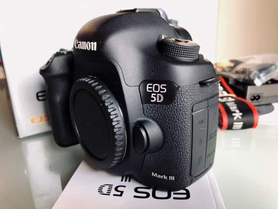 Canon EOS 5D Mark III 700 euro