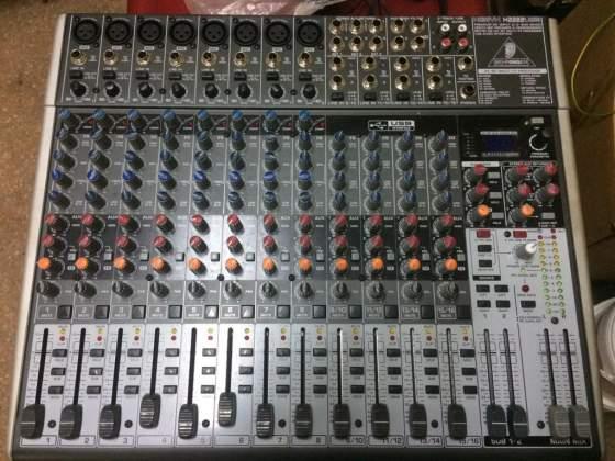 Mixer Behringer Xenyx XUSB, microfoni, aste, stagebox