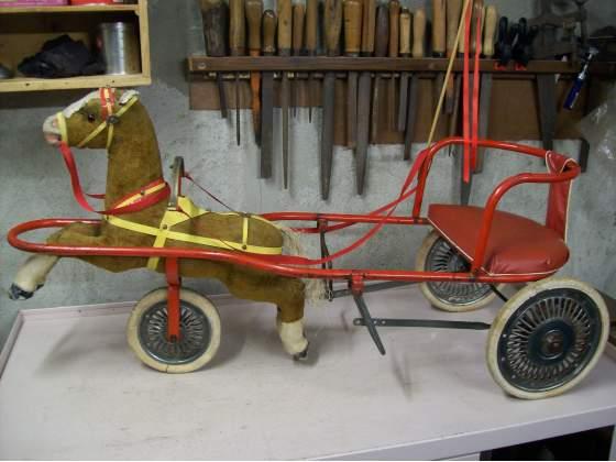 Calessino a pedali vintage giocattolo d'epoca
