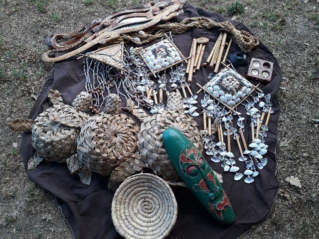 Cammelli in legno arredamento etnico africano posot class for Arredamento etnico milano