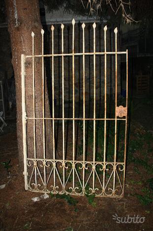 Antico cancello ferro battuto