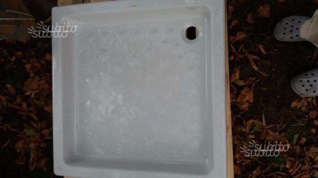 Piatto doccia e Vetrocemento 24x24