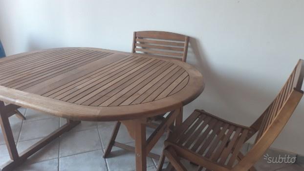 Tavolo con sedie allungabile fino a 8 posti