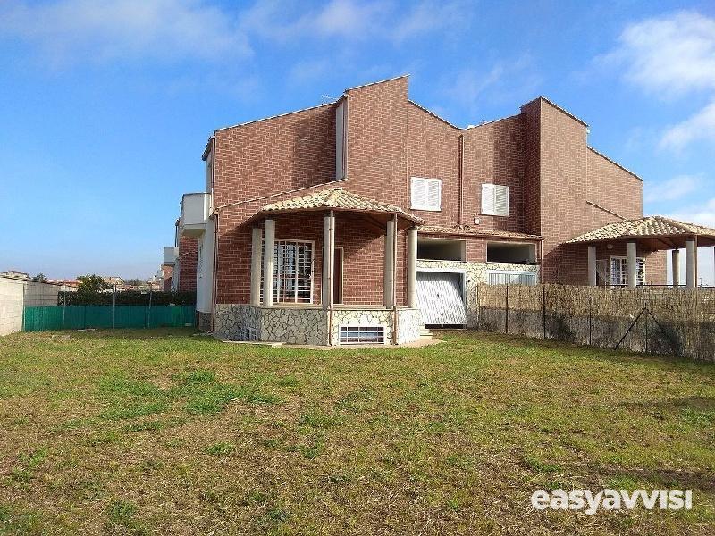 Villa a schiera quadrilocale 140 mq, citta metropolitana di