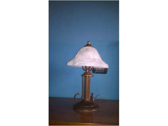 Coppia di lampade in stile con paralume in vetro opaco