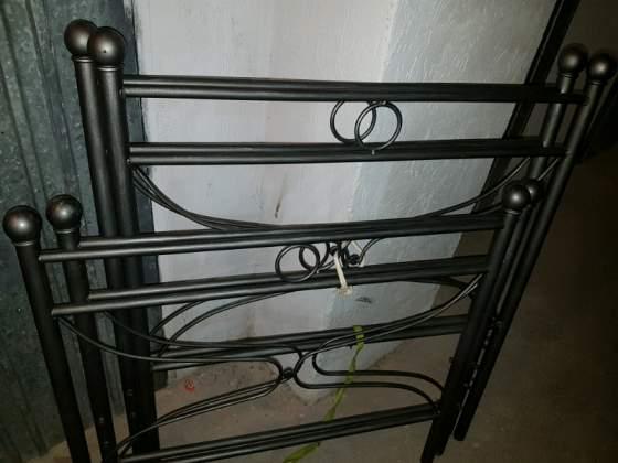Due letti singoli in ferro battuto letto struttura