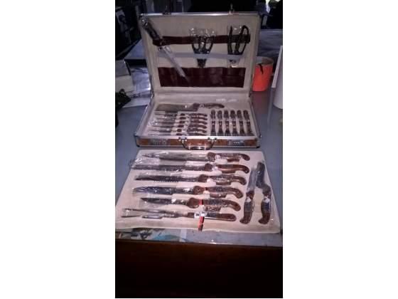 Set da 24 pezzi di coltelli in valigetta radica