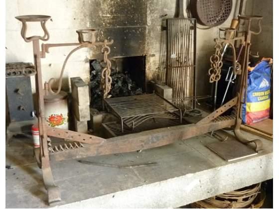 Alare a due braccia mobili in ferro lavorato di primi '800
