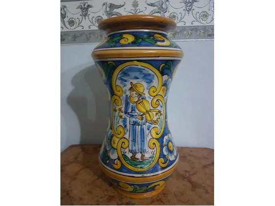 Albarello in ceramica di Caltagirone