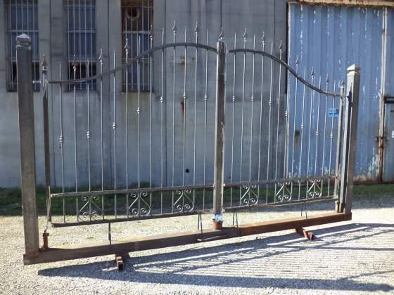 Cancello in ferro di 400 x 180 x 240 su mono