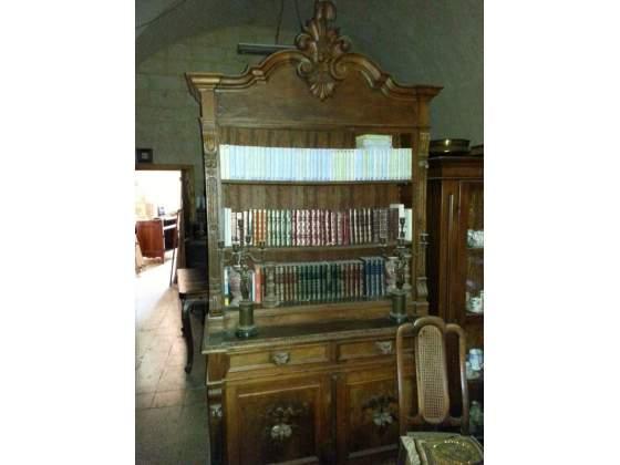 Libreria antica in noce