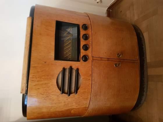 Mobile anni '50 radio-grammofono in legno, in ottimo stato.
