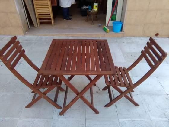Tavoli e sedie in legno pieghevoli