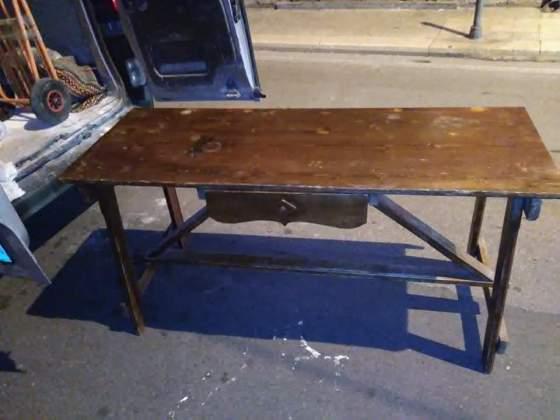 Tavolo a capretta in legno