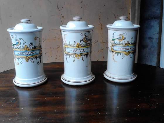 Trittico di Portaspezie in ceramica dipinta