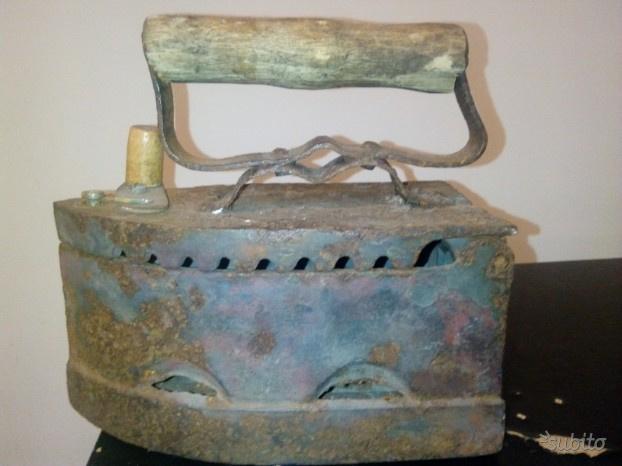 Antico ferro da stiro russo primi del 900