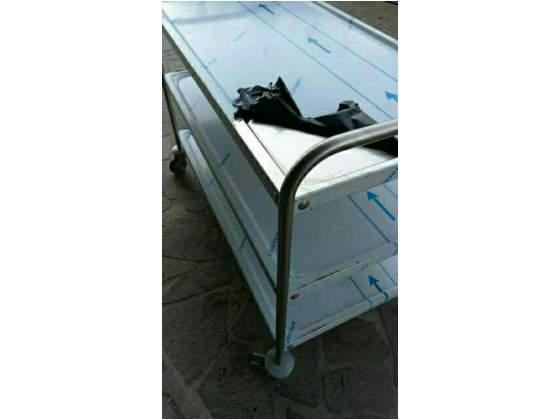 Carrello in acciaio inox con tre piani