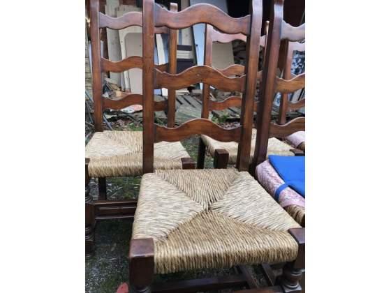 N. 6 seggiole legno massello con seduta in paglia