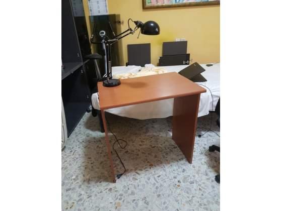 Scrivania galant ikea colore ciliegio milano posot class for Lampada scrivania ikea