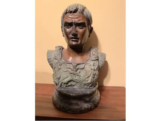 Statua Di Giulio Cesare In Bronzo Con Base In Marmo Roma