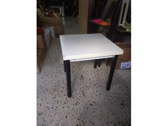 Tavolo da cucina senza sedie