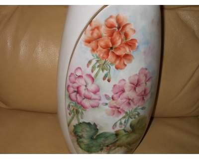 Vaso in porcellana decorato a mano