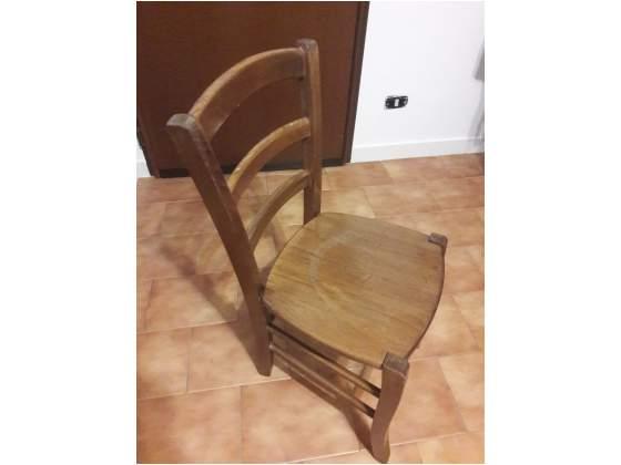 4 sedie in legno di faggio in buono stato.