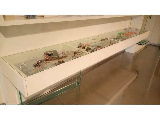 Cassettiere bianche con vetro cristallo consolle sospesa