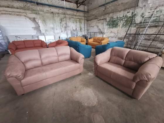 Coppie di divani in tanti colori