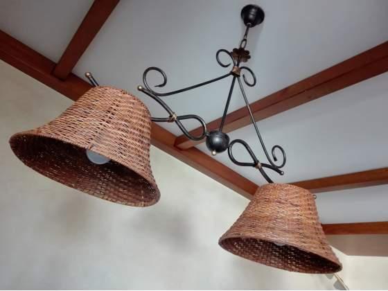 Lampadario classico in ferro battuto anticato