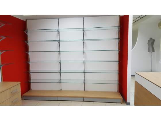 Arredamento con scaffale in legno da 280 con piani in vetro