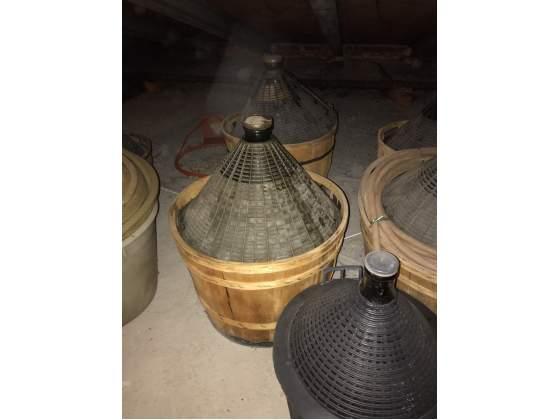 Damigiane da 34 litri con base in legno