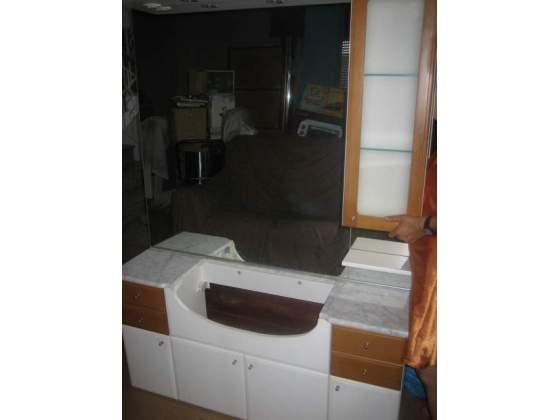 Mobile per bagno sospeso doppio lavabo piano marmo posot for Mobile bagno usato