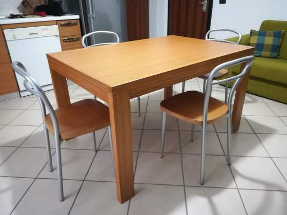 Tavolo da cucina + 4 sedie