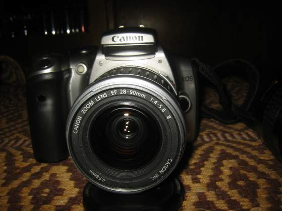 Fotocamera digitale Canon EOS 300D con obiettivo