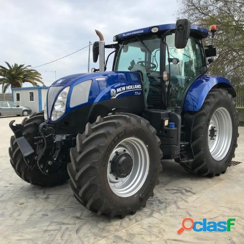 NEW HOLLAND T7.210 BLUE POWER in vendita a Lucera (Foggia)