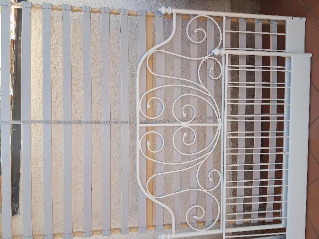 Letto in ferro ikea meldal con materasso posot class for Testiera letto ferro battuto ikea