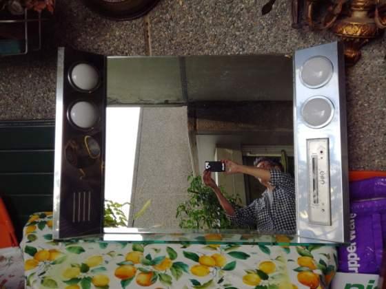 Specchio per bagno vintage space age con radio