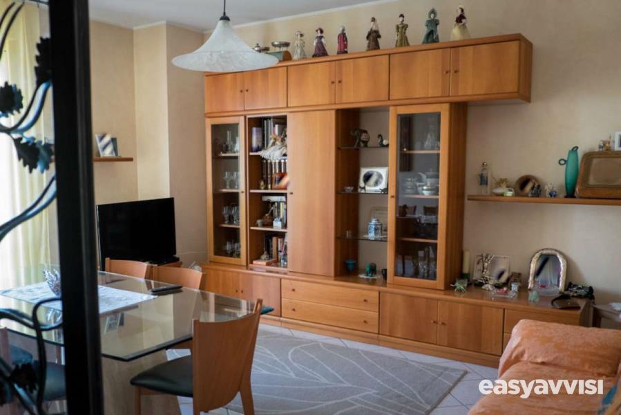 Appartamento 5 locali con mansarda garage e scoperto a villa