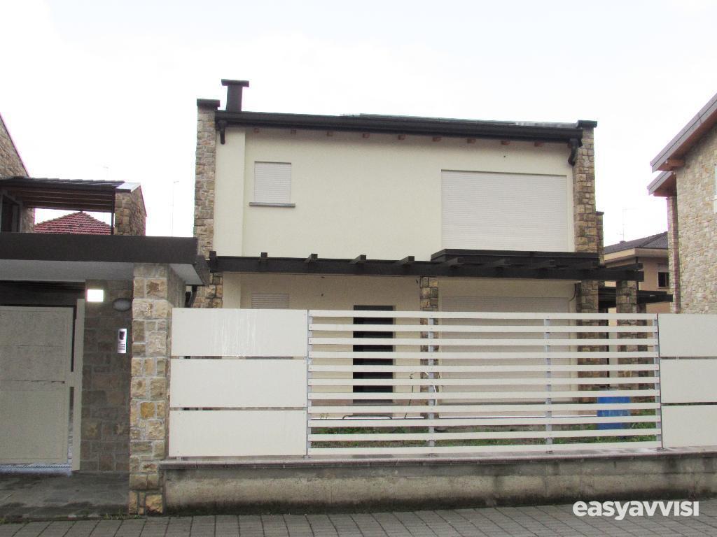 Nuova costruzione. attico in villa con terrazzo di 50 mq.,