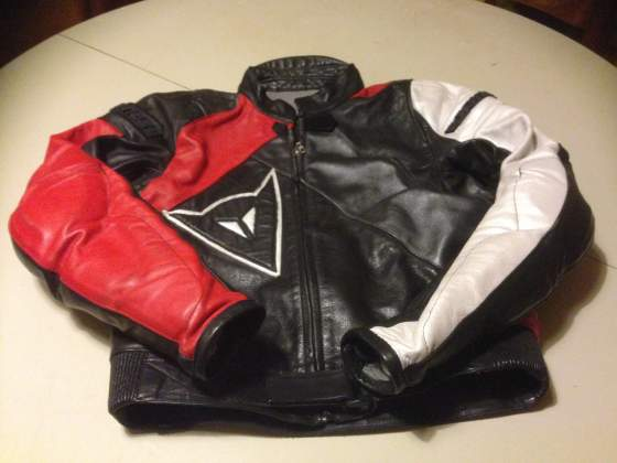 Abbigliamento per motociclista semi nuovo