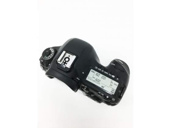 Canon EOS 5D mark III + battery grip