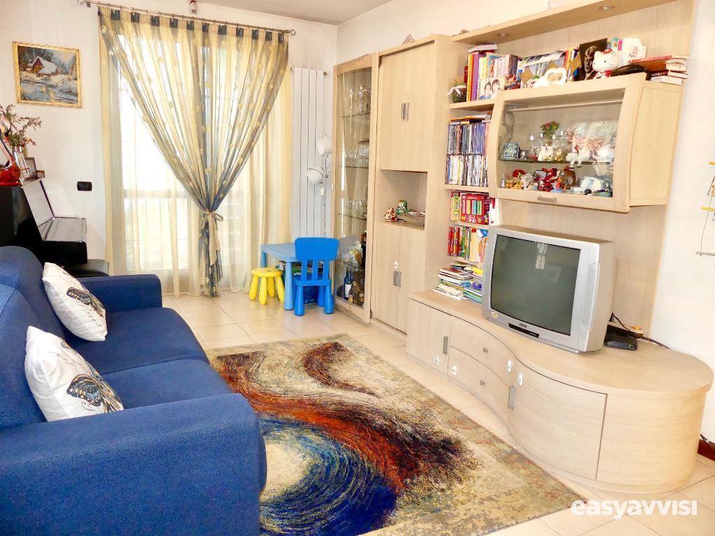 Appartamento su due livelli con giardino e box, provincia di